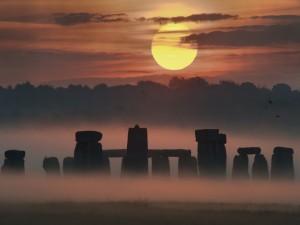 Postal: Niebla al amanecer en Stonehenge