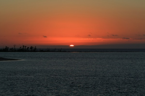 Sol en el horizonte al anochecer
