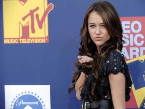 Miley Cyrus lanzando un beso