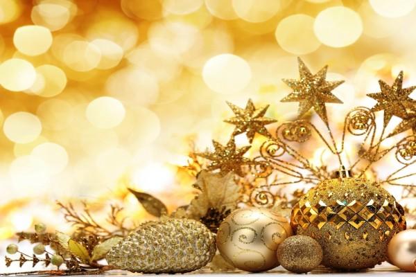 Adornos navideños de color dorado