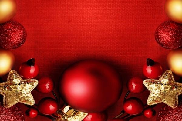 Decoración navideña roja y dorada