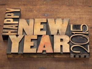 Postal: ¡Feliz Año Nuevo 2015! tallado en madera
