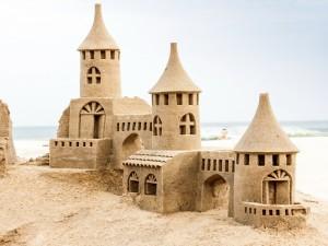 Postal: Magnífico castillo de arena en la playa