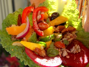 Postal: Ensalada con vegetales y frutos secos