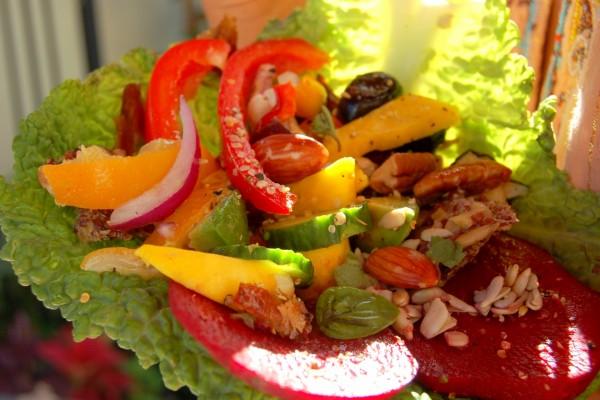 Ensalada con vegetales y frutos secos