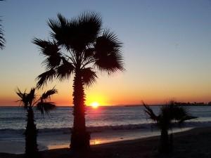 Postal: Atardecer en una playa de California