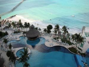 Postal: Impresionante resort junto al mar en Cancún (México)
