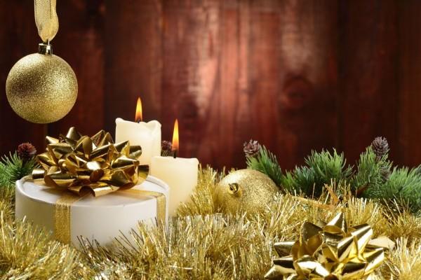 Velas y esferas para Navidad