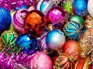 Esferas de colores para adornar en Navidad