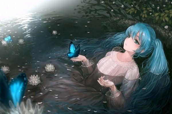 Chica anime dentro del agua con una mariposa en su mano