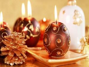 Postal: Velas en forma de esfera encendidas en Navidad