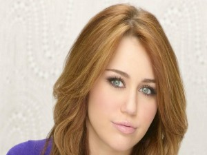 Postal: Bonita mirada de Miley Cyrus