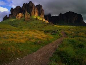 Camino hacia las montañas