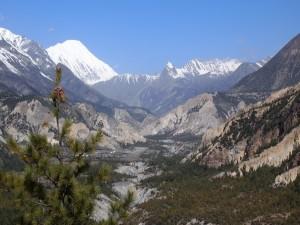 Postal: Montañas bajo un cielo azul