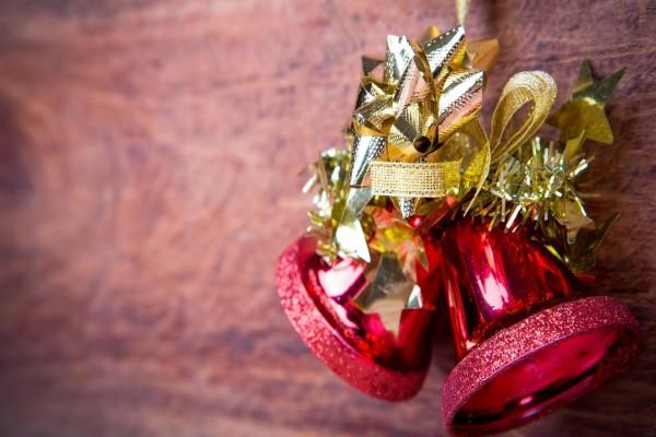 Campanas rojas para adornar en Navidad
