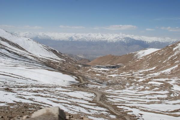 Grandes montañas nevadas