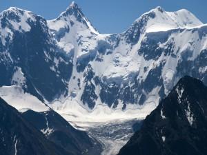 Postal: Glaciar en una gran montaña
