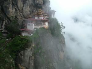 Postal: Niebla en Taktshang