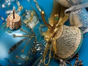 Postal: Esferas azules y campanas para Navidad