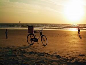 Postal: Bicicleta en la playa