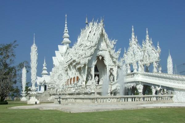 El bello templo tailandés: Wat Rong Khun