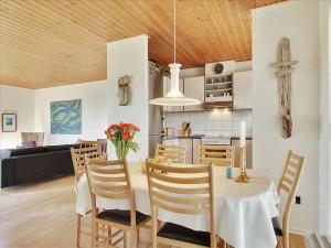 Cocina y salón en un espacio abierto