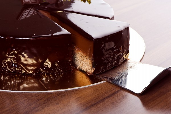 Una deliciosa tarta con doble chocolate