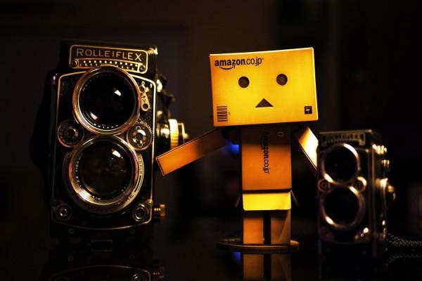 Danbo junto a unas hermosas cámaras fotográficas