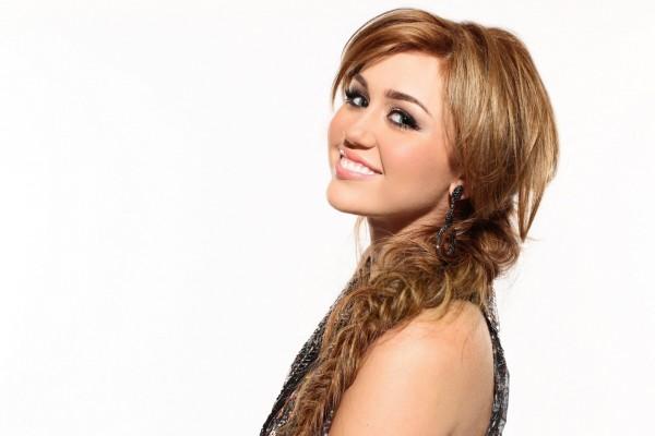 La bella sonrisa de la cantante Miley Cyrus