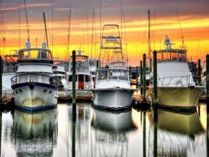 Postal: Barcos anclados al atardecer