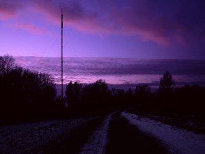 Postal: Cielo color lila en un frío amanecer