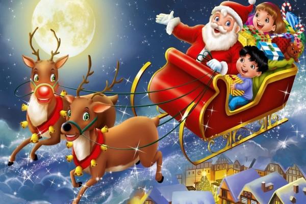 Niños entusiasmados viajando con Santa en el trineo navideño