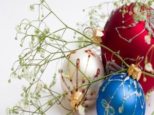 Postal: Hermosas bolas para adornar en los días de Navidad