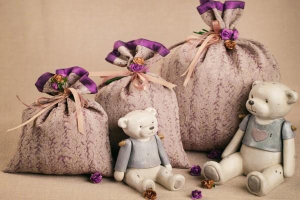 Bolsas con flores secas y ositos de adorno