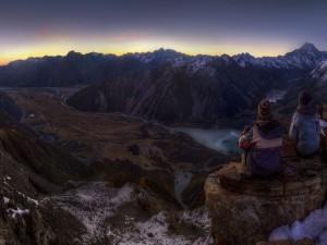 Relajante lugar para contemplar el bello paisaje y las montañas