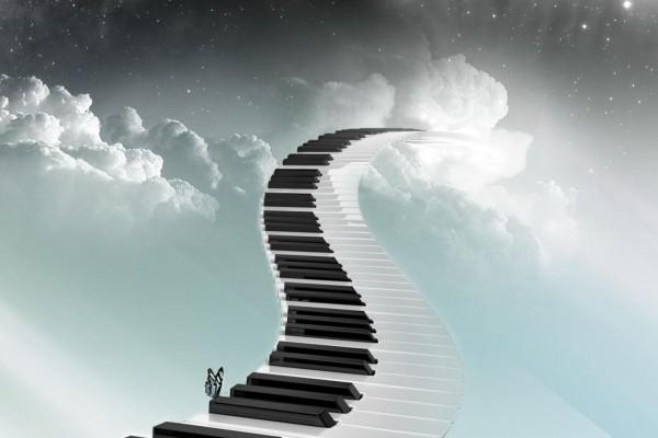 Teclas de piano formando una larga escalera al cielo