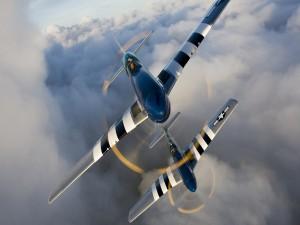 Dos aviones North American P-51 Mustang