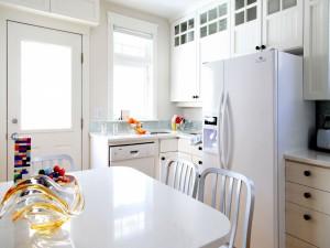 Una cocina blanca