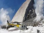 Helicóptero en una montaña