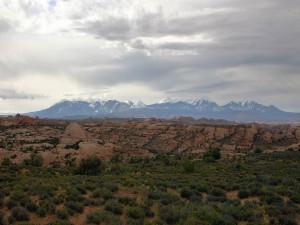 Postal: Cielo nublado sobre las montañas