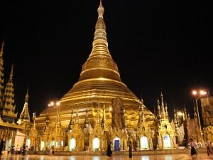 Templo Shwedagon iluminado