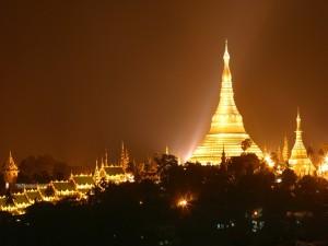 Postal: Noche en el templo Shwedagon