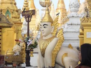 Buda en el templo Shwedagon