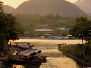 Río de Kyoto visto al atardecer