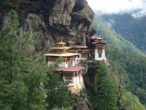 Postal: El templo Taktshang en un acantilado