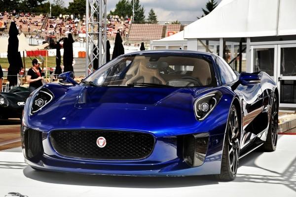 Un vistoso Jaguar C-X75 Concept azul