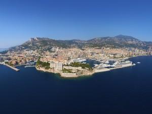 Postal: Vista aérea desde el mar del Principado de Mónaco