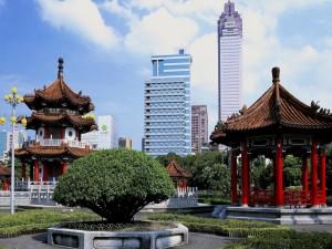 Edificios tradicionales y modernos en Taiwán