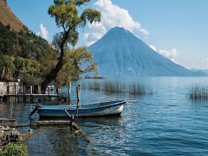 Postal: Bote en el lago de Atitlán (Guatemala)