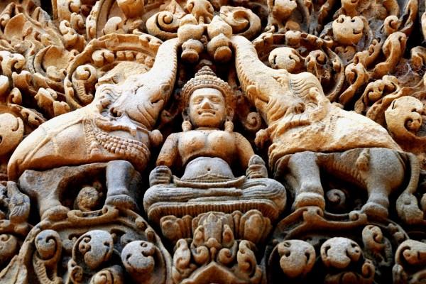 Estatuas en el templo Ankor Wat